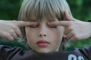 Два основных направления, объясняющих развитие близорукости